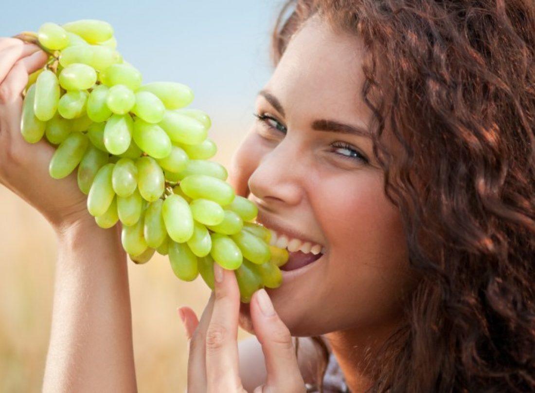 lautomne-est-la-detoxifiez-votre-corps-avec-du-raisin