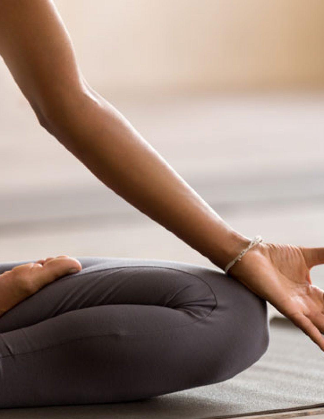 4-postures-de-yoga-pour-bien-setirer